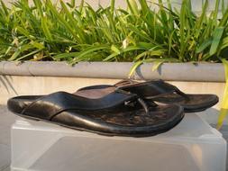 OluKai WAIMEA Leather Thongs/Slippers, Stitched Sole, Men's